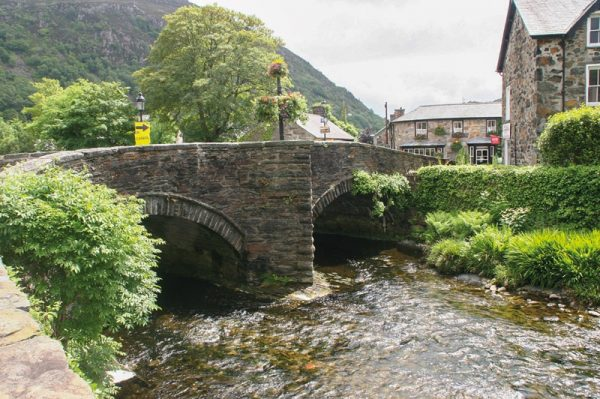 Mountain Walking Snowdonia   wandelgids 9781852847678  Cicerone Press   Wandelgidsen Noord-Wales, Anglesey, Snowdonia