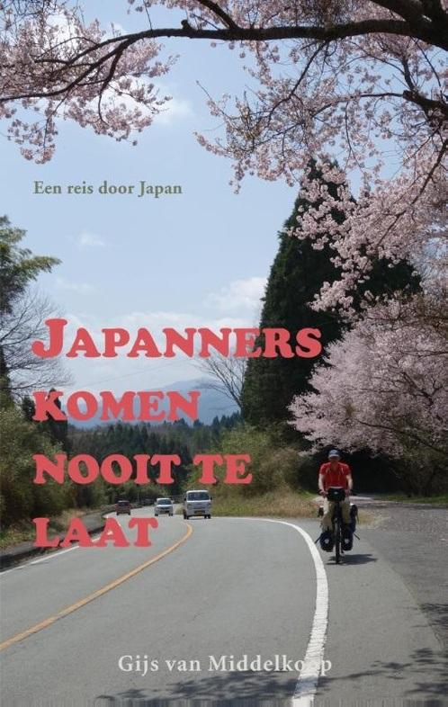 Japanners komen nooit te laat | Gijs van Middelkoop 9789038926445 Gijs van Middelkoop Elmar   Fietsgidsen, Reisverhalen Japan