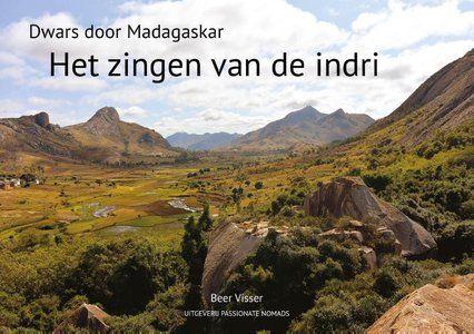 Het zingen van de Indri | Dwars door Madagaskar 9789082998009 Beer Visser Passionate Nomads   Reisgidsen, Reisverhalen Madagascar